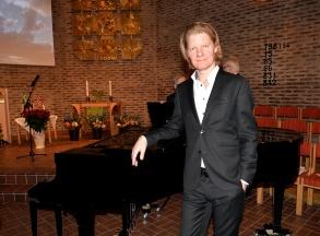Pianisternas, pianomästare, kompositören och pianisten Johan Ullén som både ackompanjerade ock spelade ett solonummer, Cardos Gardel / arr. Johan Ullén, Melodia de arrabel.