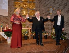 Här har Floria Tosca, Carolina Sandgren, och Mario Cavaradossi, Sonny Wallentin, avslutat sin duett från 1:a akten i operan Tosca ackompanjerad av mästerpianisten Johan Ullén., Det blev många och långa applåder för detta fantastiska framförande.
